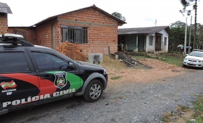 Polícia civil em apreensão de traficante em Itaiópolis